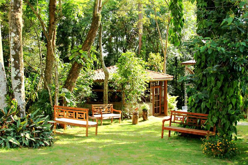 Muito ar puro e áreas para descansar em meio ao verde nativo